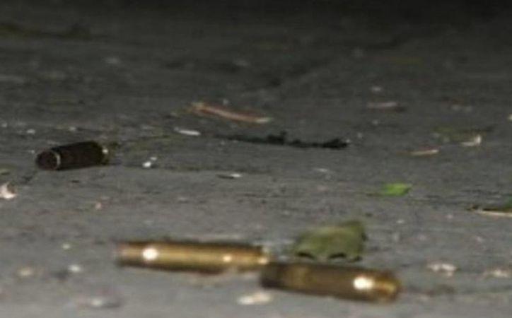 Los hombres armados llegaron al velorio y comenzaron a disparar. (Foto de contexto de Excelsior)
