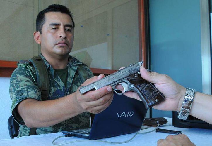 En Mérida y Valladolid quienes deseen entregar sus armas pueden hacerlo desde ahora y acudir a la X Zona Militar (42 sur) o la 32 Zona Militar (Valladolid). (Archivo/SIPSE)