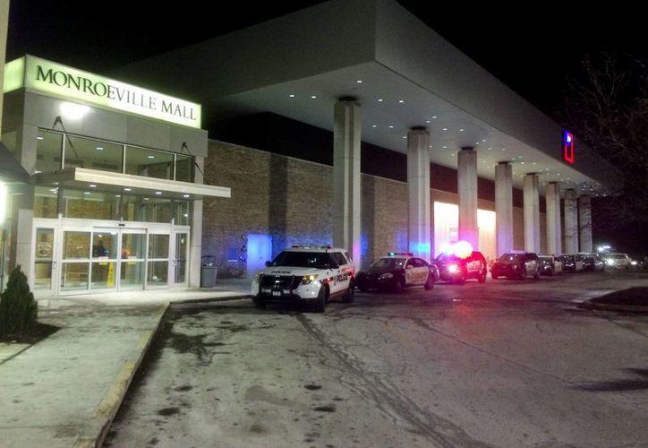 Dos hombres y una mujer resultaron heridos por el ataque del adolescente. (AP)