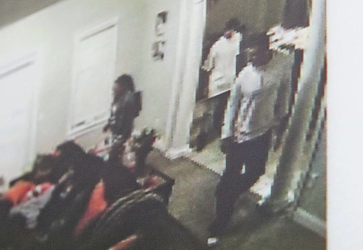 Como parte del juicio contra Aaron Hernández por asesinato,  se mostró un video en el que se le ve con una pistola. (Fotos: AP)