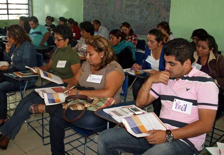 Docentes yucatecos se preparan para entrar a programa de la Carrera Magisterial para la SNTE y la de la Carrera Docente para gremios locales. (Milenio Novedades)