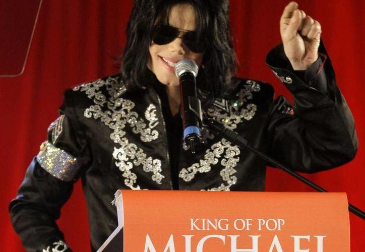 La jueza indicó que un jurado debe determinar si AEG Live contrató al médico Conrrad Murray, sentenciado por proporcionar a Michael Jackson una dosis letal de anestésicos. (Agencias)