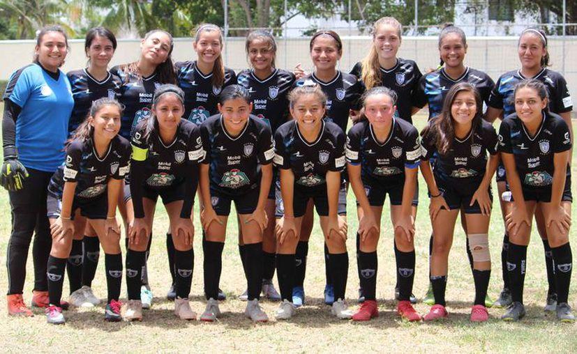 Las cancunenses posaron para la foto del recuerdo. (Ángel Villegas/SIPSE)