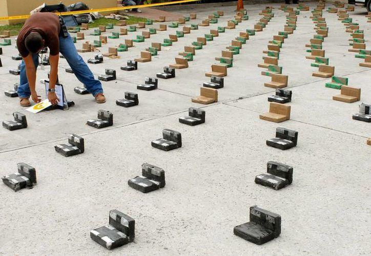 El cargamento de droga fue enviado a al Instituto Nacional de Ciencias Forenses para determinar su tipo y peso exacto. (Archivo/EFE)