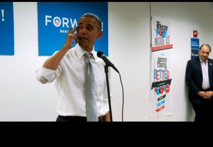 Tras ser reelegido por cuatro años más en la Presidencia de EU, la emoción ganó a Barack Obama al agradecer a su equipo de campaña. (BarackObama.com)
