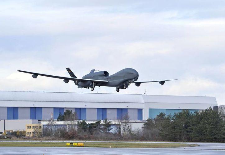 Maduro asegura que más adelante la producción de estos aviones estará consolidada en Venezuela. (Archivo/Agencias)