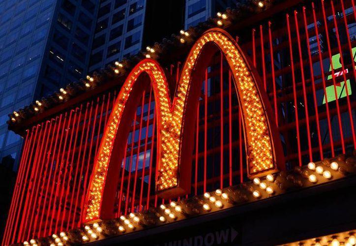 La firma McDonald's lanzó, como promoción de la película Angry Birds en China, hamburguesas de colores. La imagen es de contexto. (AP)