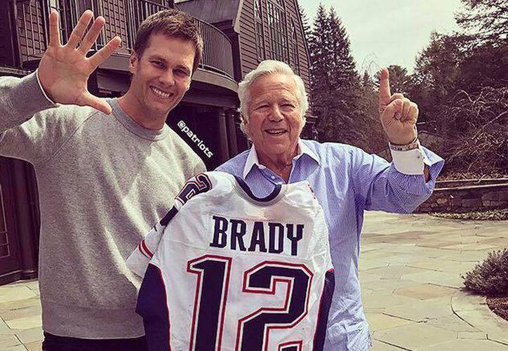 Brady se mostró muy feliz de recuperar su prenda. (Récord)