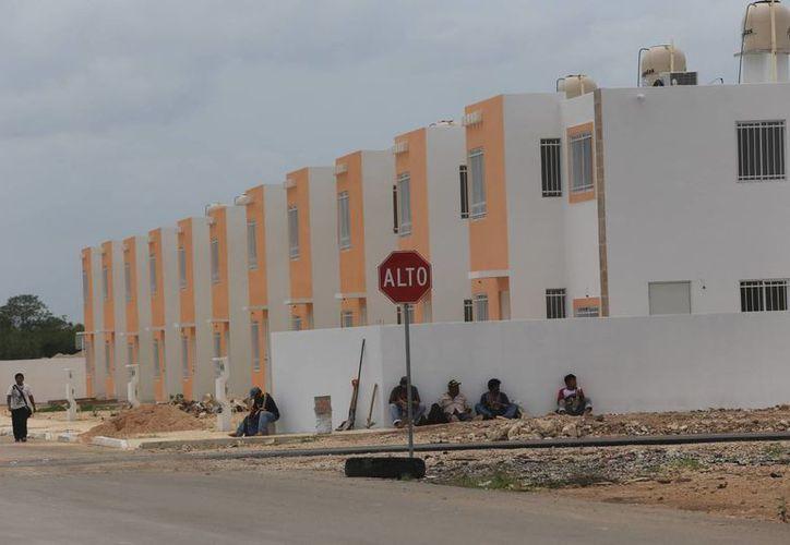 El costo de las viviendas verticales es de alrededor de 290 mil pesos, pero con el subsidio y el precio baja hasta 200 mil pesos.(Milenio Novedades)