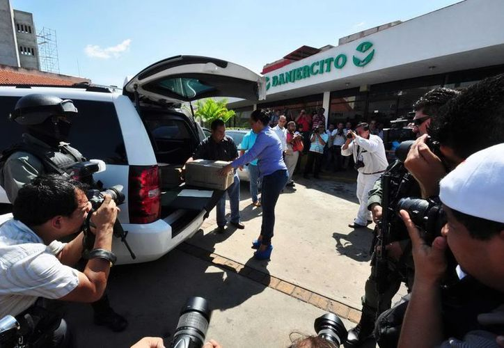 El dinero incautado estaba en rancho de la periferia de Villahermosa. (Notimex)
