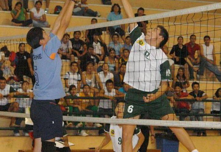 Varios meses brindó el torneo un fogueo a jugadores yucatecos. Imagen de uno de los partidos de voleibol. (Milenio Novedades)