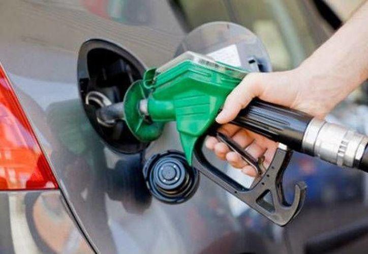 El precio del combustible aumenta de acuerdo con el porcentaje de la inflación en el Presupuesto de Egresos de la Federación 2015. (Contexto/Internet)