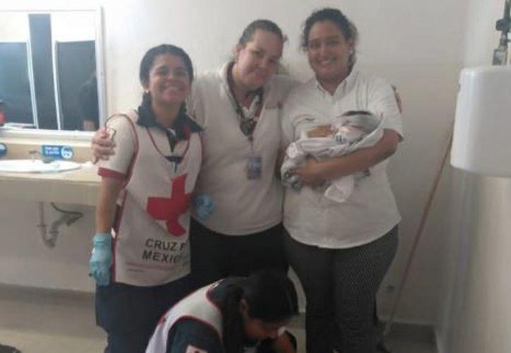 La mujer compartió su experiencia tras recibir al bebé en la terminal ADO de Cancún. (Facebook/Yaredith Moreno)