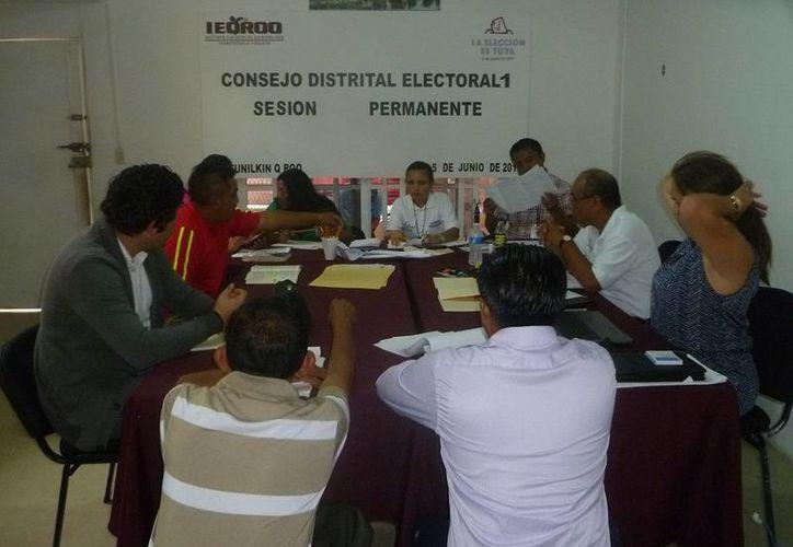 El Consejo Distrital 01 se reunió con los representantes de partidos políticos. (Raúl Balam/SIPSE)
