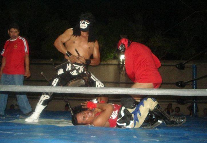 El bando rudo, enfrentará a técnicos en cuatro luchas. (Alberto Aguilar/SIPSE)