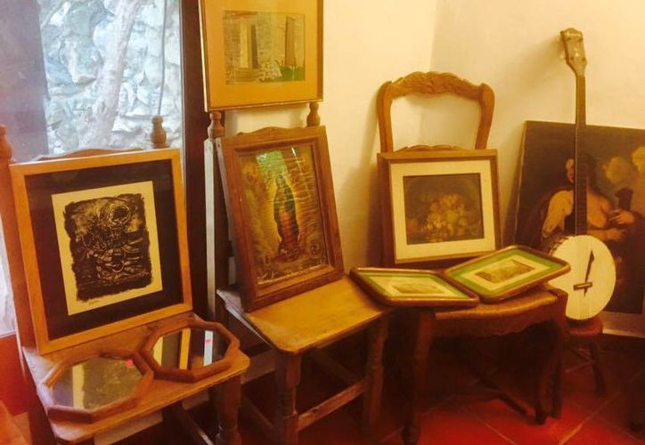 Libros de arte, cuadros y mucho más se pueden ver en el Museo Casa Fosado. (Redacción/SIPSE)