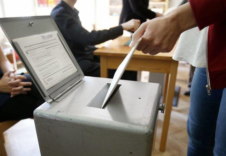 Los electores en Suiza, país que ostenta las ciudades más caras del planeta, rechazaron elevar el salario mínimo a 22 francos, aproximadamente unos 25 dólares.