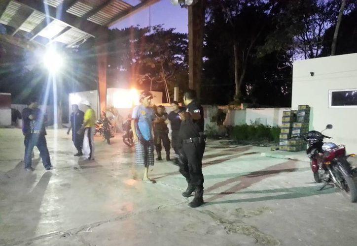 Imagen de las afueras del lugar en donde falleció ahorcado José Gabino. Familiares culpan a la Policía municipal de Dzidzantún. (SIPSE)