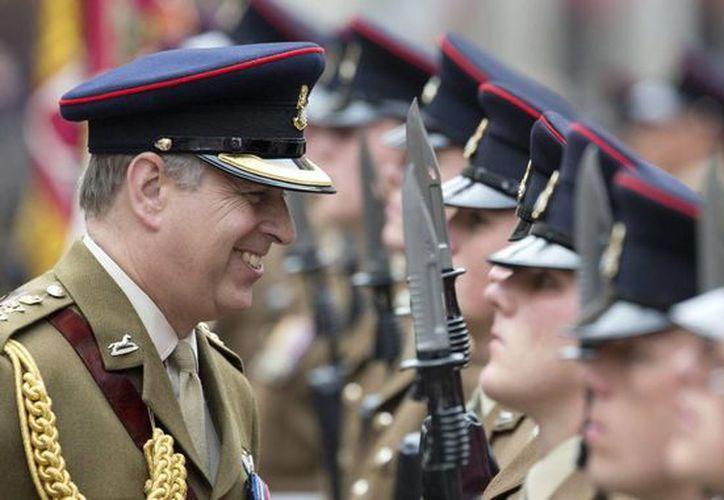 El príncipe Andrés es uno de los miembros de la familia real británica que más da de qué hablar. (EFE)