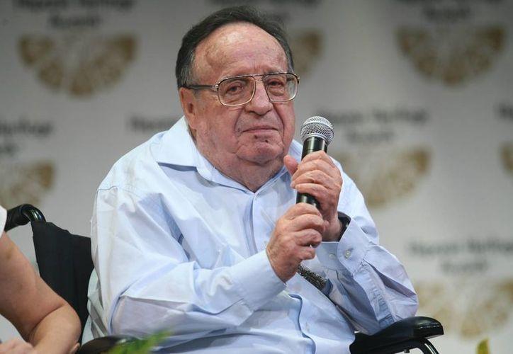 El comediante Roberto Gómez Bolaños, más conocido como Chespirito, se encuentra en cama, bajo supervisión médica. (EFE/archivo)