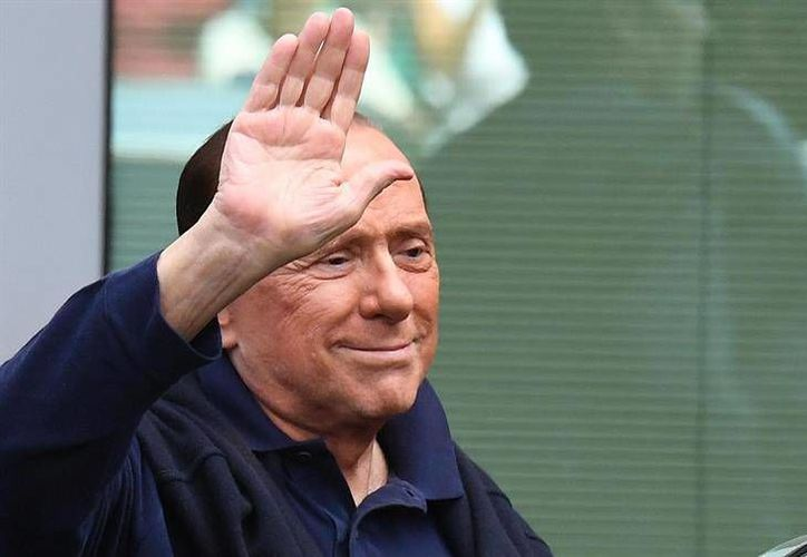 Silvio Berlusconi confirmó la venta del cuadro 'Rossoneri' en un porcentaje de  99.93 para los empresarios de origen chino.(EFE)