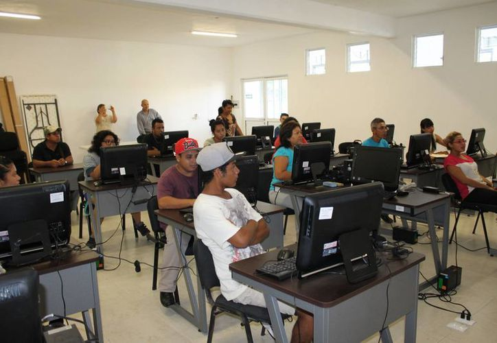 El Comité de Participación Ciudadana de Seguridad Pública inició curso de capacitación para promotores comunitarios de la Colosio. (Juan Cano/SIPSE)