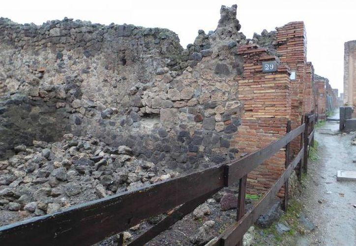 Este lunes colapsaron una pared de una de tienda de la Via Stabiana y un fresco de la Casa de la Fuente Pequeña, en la antigua ciudad romana de Pompeya. (EFE)