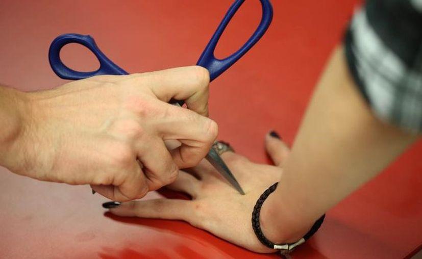 Las heridas que crean son profundas y pueden infectarse por jugar el abecedario del diablo (El Periódico)
