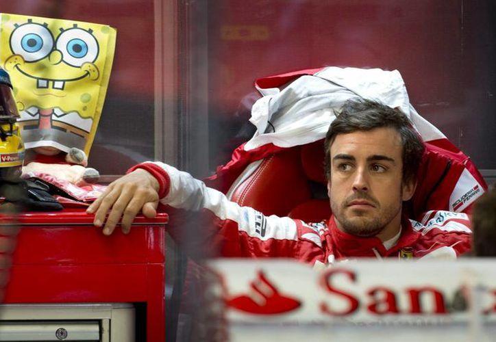 Alonso apenas le sacó unas centésimas de ventaja a Hamilton, y Grosjean quedó tercero. (Agencias)