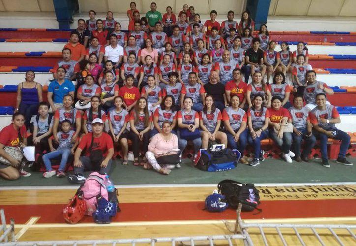 La selección de Guerreros Aztecas de tae kwon do  participaron en la fase municipal. (Raúl Caballero/SIPSE)