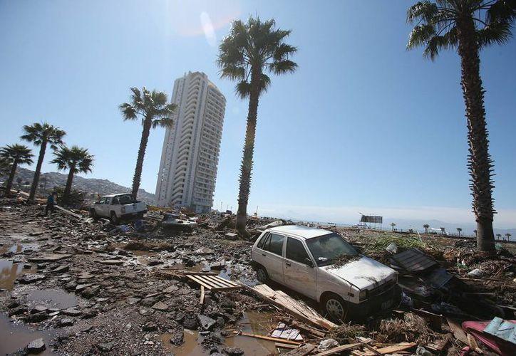 Fotografía de los destrozos ocasionados por el tsunami posterior a un terremoto de magnitud 8.3 en la localidad costera de Coquimbo, Chile. (EFE)