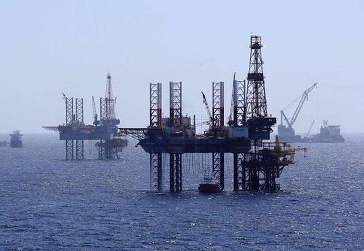 Petróleos Mexicanos aclaró que la plataforma Troll Solution sólo se ladeo. Imagen del complejo de producción del activo Cantarell en la sonda de Campeche. (Foto de contexto tomada de @Pemex)