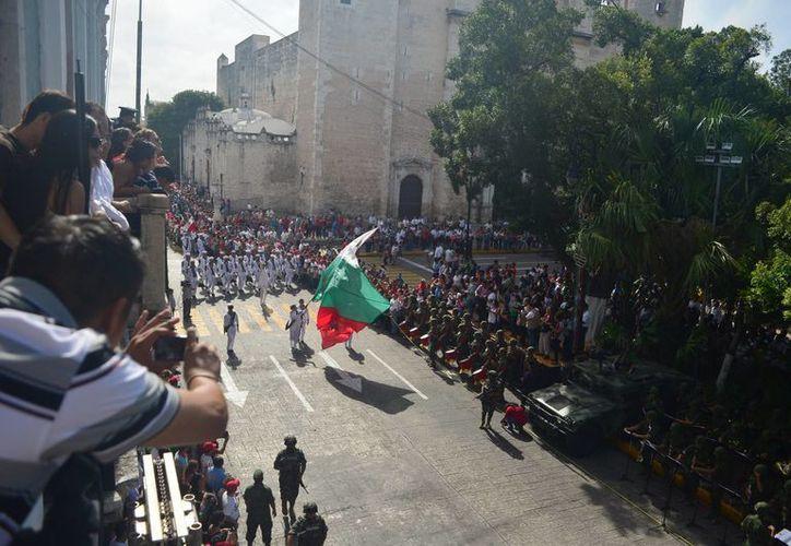 En el desfile de hoy las autoridades yucatecas destacaron el comportamiento ejemplar por parte de la ciudadanía. (Luis Pérez/SIPSE)