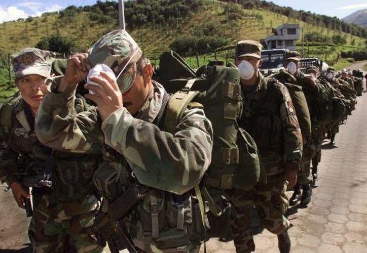 Aseguran que la mina explotó de manera imprevista en el sector Miasi, provocando heridas a los soldados que se encontraban en el lugar. Imagen de un grupo de soldados del Ejército de Ecuador. (Archivo/AFP)
