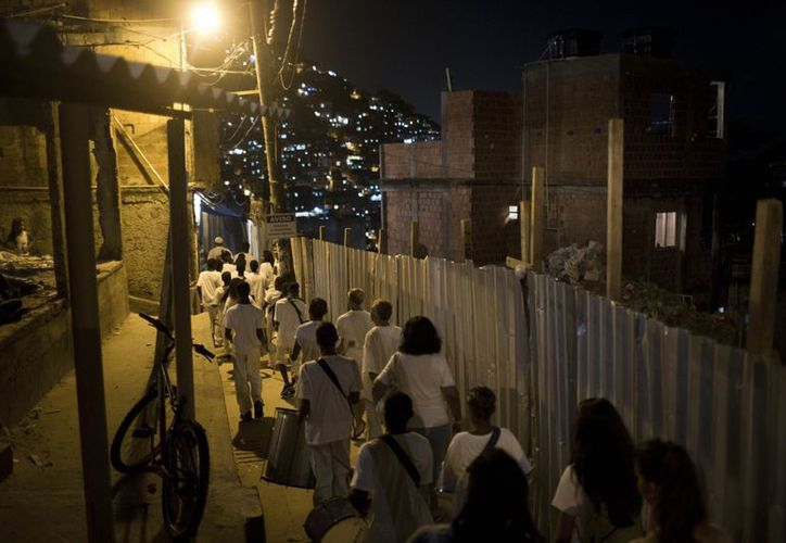 Gracias a la pacificación de las favelas los vecinos organizaron visitas y ofrecieron espectáculos a turistas brasileños y extranjeros. (Agencias)