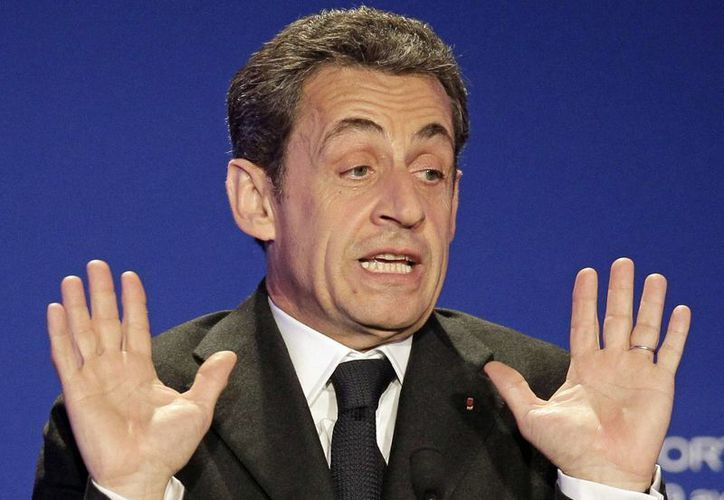 Stéphane Courbit, amigo del ex presidente Sarkozy (en la imagen) y dueño de la empresa Lov Group - que habría pagado la factura de los vuelos-, es acusado de abuso de bienes sociales. (Archivo/AP)