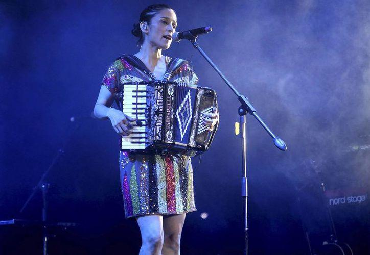 """Venegas presentará el material de su más reciente producción discográfica, """"Los momentos"""". (Agencias)"""