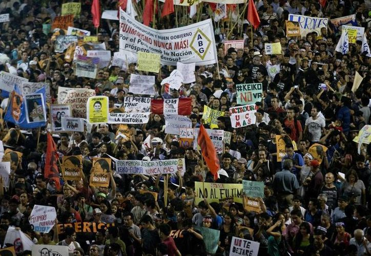 En varias ciudades peruanas miles de ciudadanos pideron que el 'Fujimorismo' no regrese nunca. (EFE)