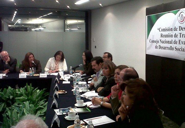 Rosa Adriana Díaz propuso convocar a la nueva Secretaria de Desarrollo Social, Rosario Robles Berlanga, para establecer un diálogo directo con ella. (Cortesía)