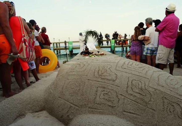 La ceremonia de inauguración, tuvo lugar en la playa del Hotel Luxury Bahía Príncipe Akumal; con 280 asistentes. (Redacción/SIPSE)