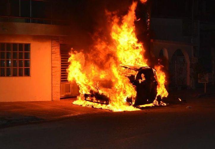 Se dijo que uno de los incendios fue provocado por una bomba molotov. (Redacción/SIPSE)