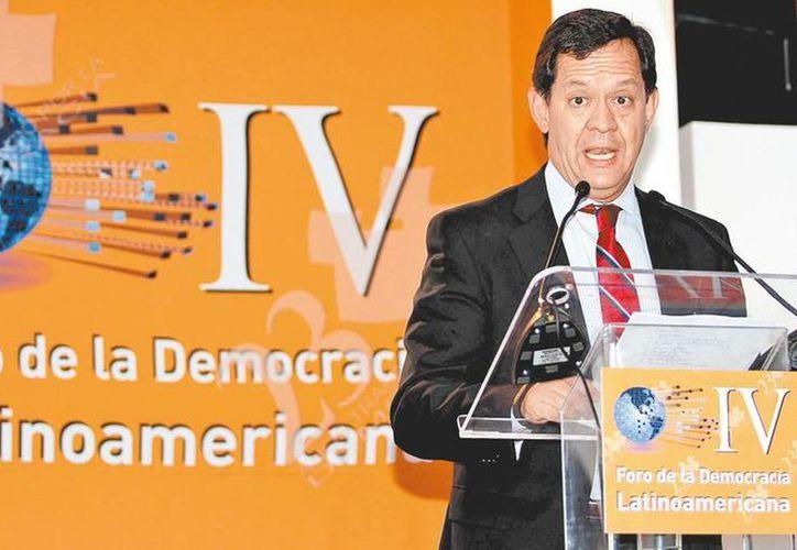 El funcionario federal Roberto Campa en el foro sobre democracia en América Latina. (Milenio)