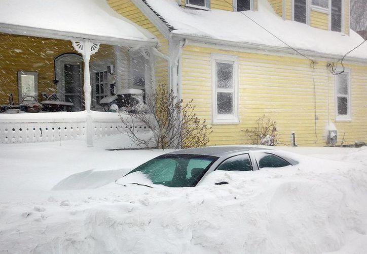 Algunas partes del estado de Massachusetts registraron severas acumulaciones de nieve. (AP)