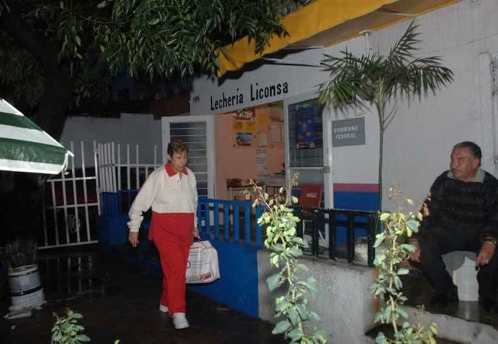 Miles de familias son apoyadas con el subsidio de leche Liconsa. (Archivo)