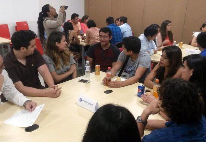 Los jóvenes conforman equipos interdisciplinarios para participar en el programa Células de Innovación. (Milenio Novedades)