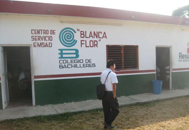 La directora general de Bachilleres, se reunió a puerta cerrada con los estudiantes del plantel. (Foto: Javier Ortiz)