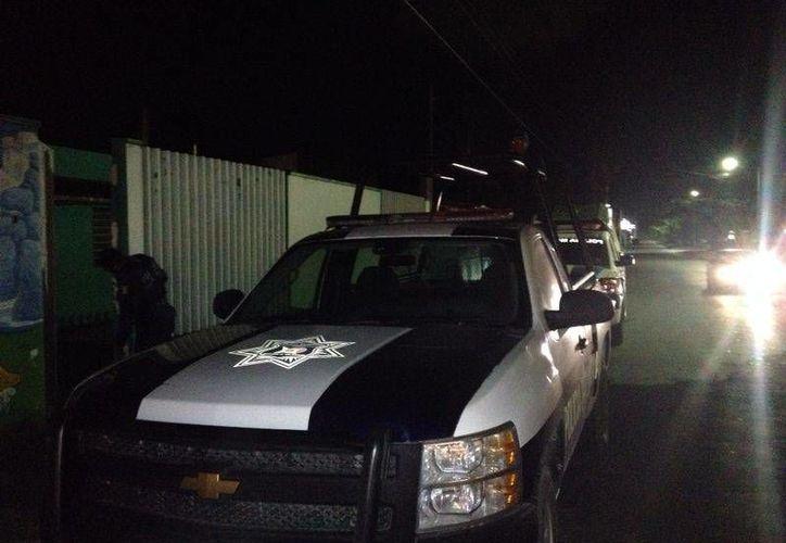 Los policías llegaron al lugar de los hechos para auxiliar a la jovencita. (Redacción/SIPSE)
