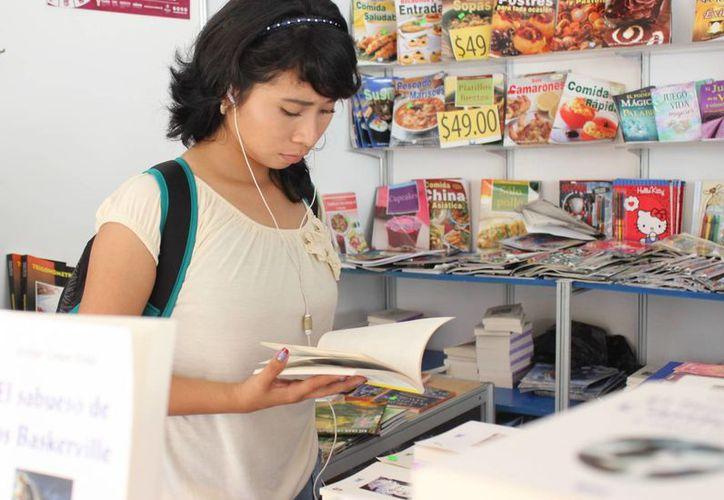 Desde hoy y hasta el 20 de diciembre, una gran variedad de títulos se ofertarán en la Feria Navideña del Libro,que se lleva a cabo en City Center Mérida.- (SIPSE).