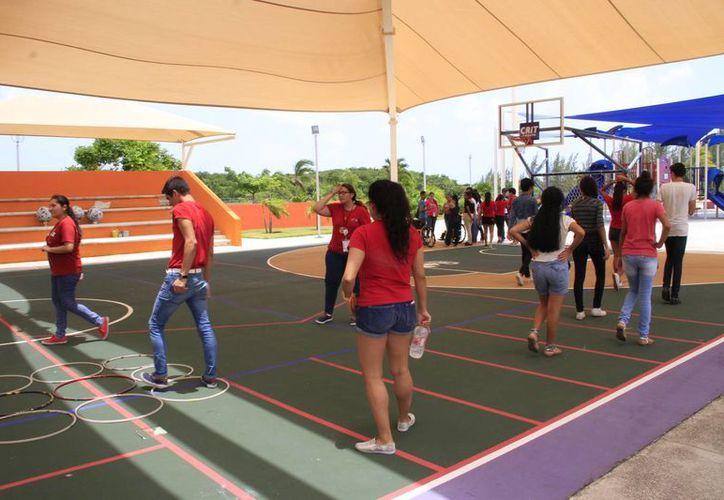 Participan en el club cientos de personas con y sin discapacidad. (Tomás Álvarez/SIPSE)