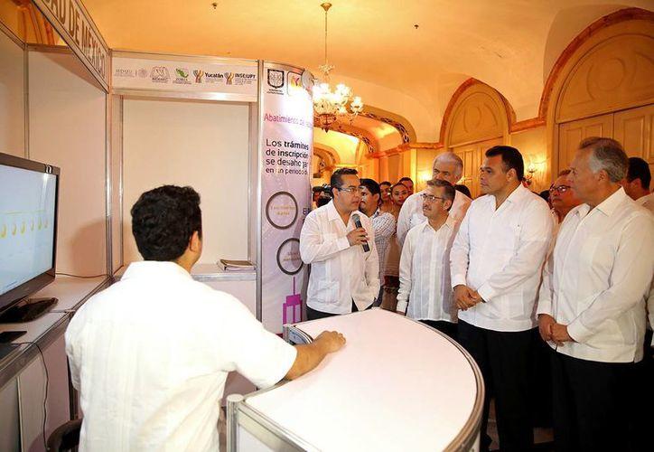 El gobernador Rolando Zapata Bello inauguró la segunda Reunión Nacional de Modernización y Vinculación de los Registros Públicos de la Propiedad y de los Catastros. (SIPSE)